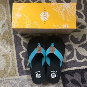 🆕 NWT YELLOW BOX TEAL LAVANA FLIP FLOP WITH BOX
